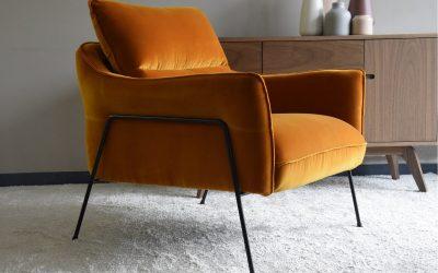 butaca-terciopelo-naranja-caldero-1.jpg