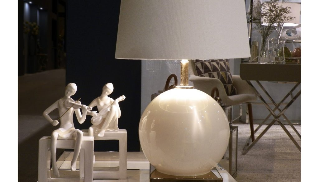 lampara-mesa-cristal-blanca-con-pantalla.jpg