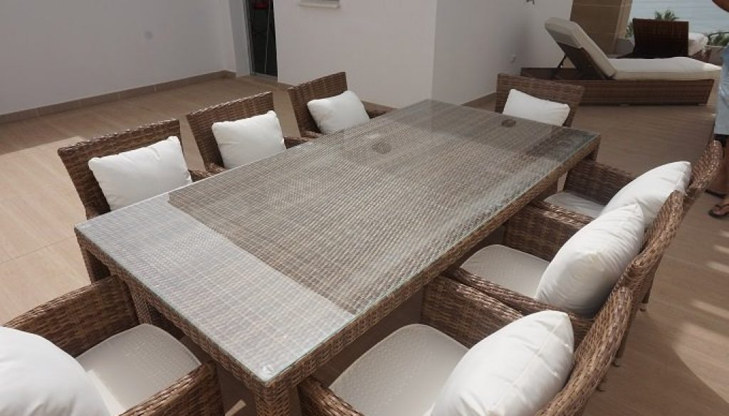bamboo-rattan-table-and-8-copia.jpg