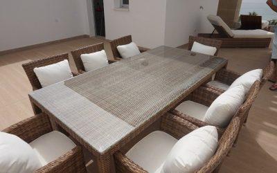 bamboo-rattan-table-and-8-copia.jpg