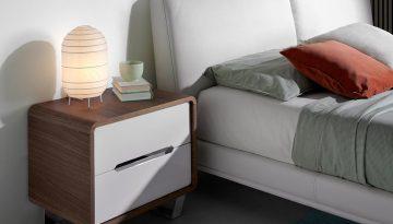 7107-mesita-noche-moderna-nogal-cajones-blancos-acero-cromado-bedside-table-angel-cerda-a.jpg